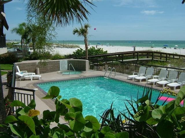 Awesome, Newly Renovated Saint Pete Beach Condo - Saint Pete Beach