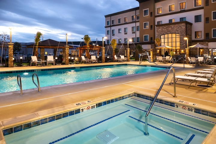 King Suite | Access to Free Breakfast + Shared Pool & Hot Tub. Your Next Vacation!