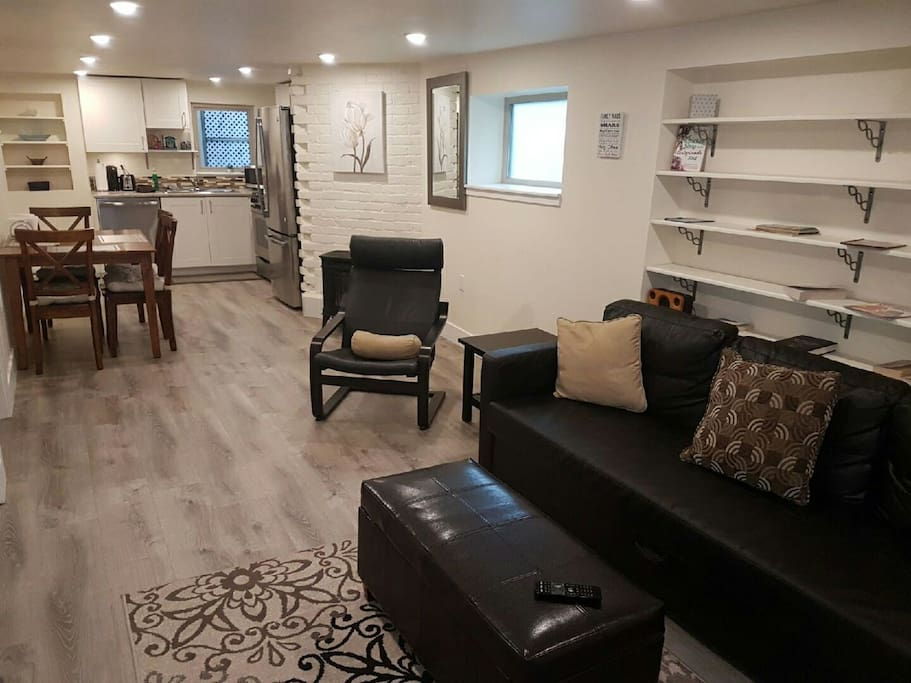 2 Bedroom Suite Nestled In The Heart Of Kitsilano Guest Suites For Rent In Vancouver British