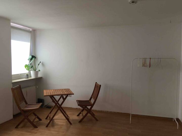 Spacious & quiet room in Giesing - close to river