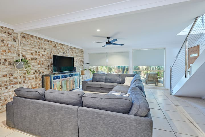 Tallow - 3 Bed Double Story Family Abode Netflix