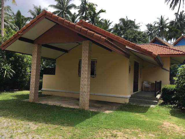 Samui House  private bungalow(No.42)+66 818189838