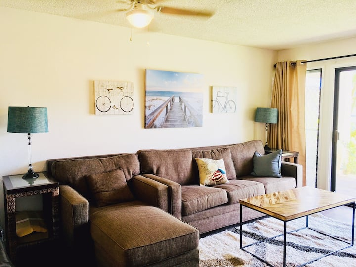 1 minute to Beach & Downtown! Remodeled XL Apt!