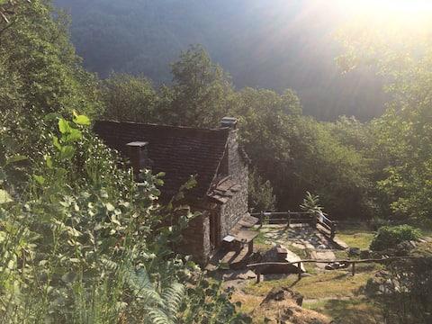Rare gem, off-grid original Swiss mountain Rustico