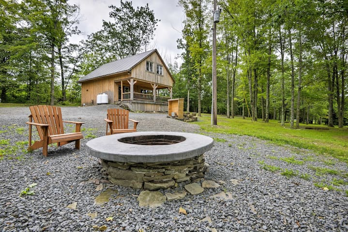NEW! 2BR Ulster Cabin w/ Hot Tub & 3 Ponds!