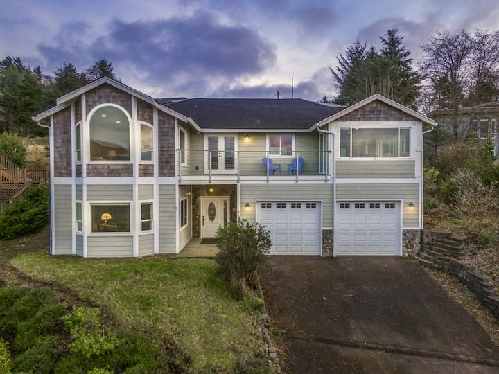 PC Heights #117 - Beautiful large home with amazing ocean and valley views.