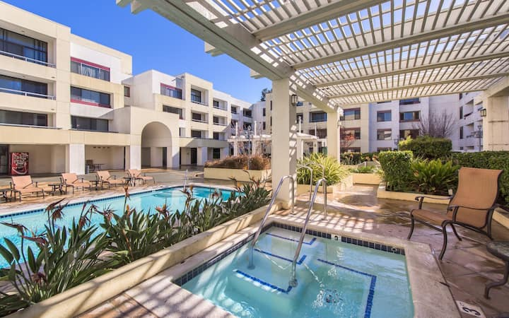Comfortable Communal Living with Pool and Patio