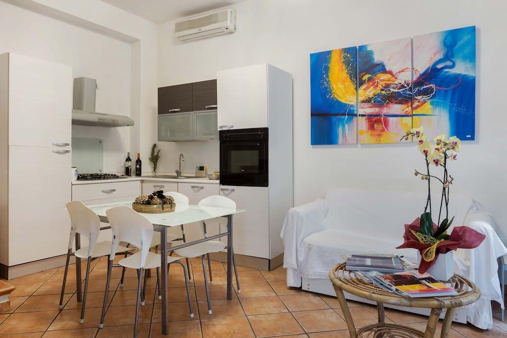 Arredamento moderno e angolo cucina