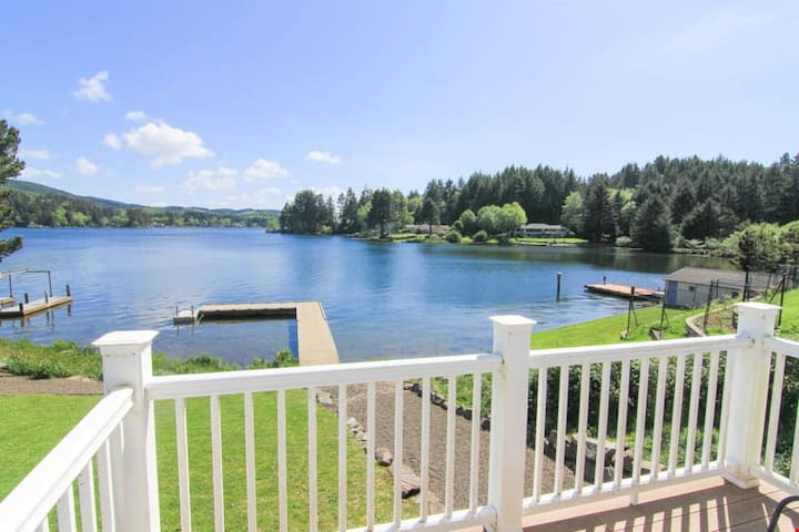 Kaelyn's Lakehouse - Large, Immaculate Lakefront Hm Featuring High End Amenities on Sprawling Lot