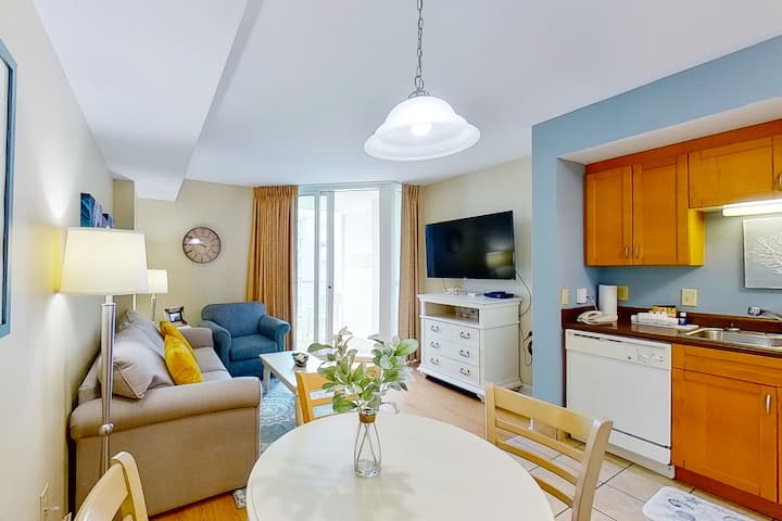 4th floor condo w/ shared pool, private W/D, free WiFi, marina View & central AC