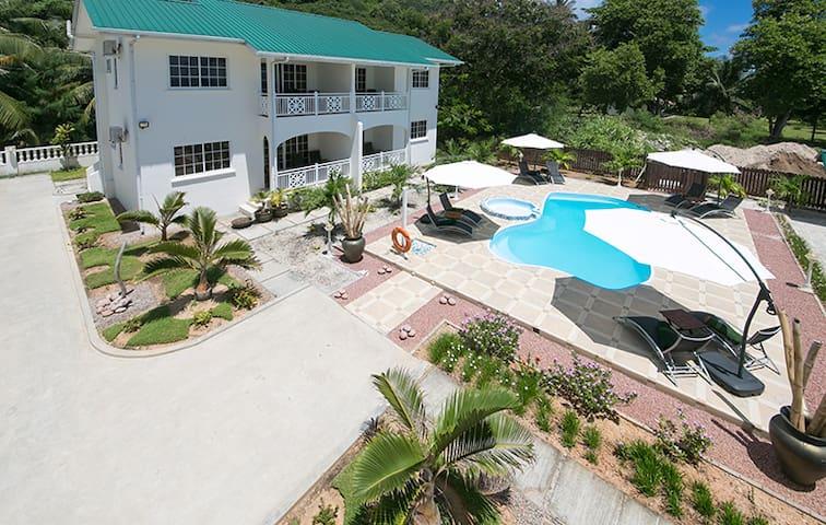 Villa Koket Self Catering Apartment - Machabee - Villa