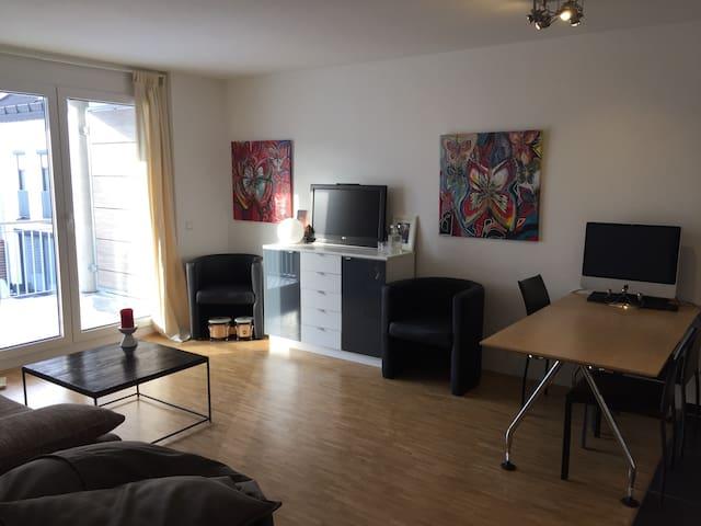 toll ausgestattete 2 Zi. Wohnung - Karlsfeld - Apartamento