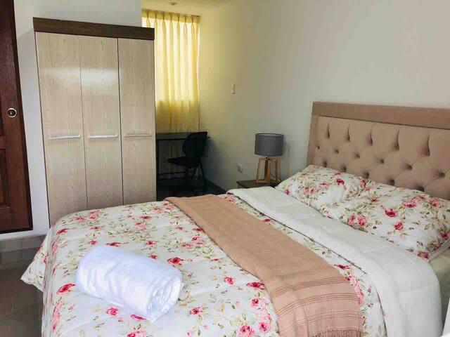 Room #2 - A 15' del Aeropuerto- B&B-