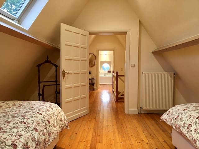 Private floor in cottage, close to BXL & Airport