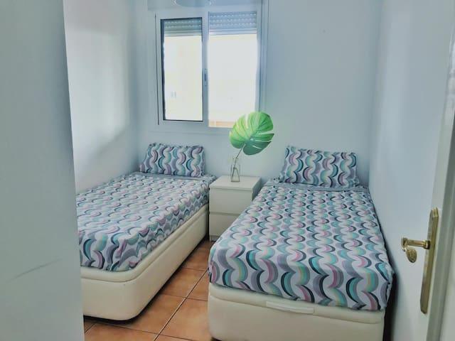 Habitación dos camas detrás pacha