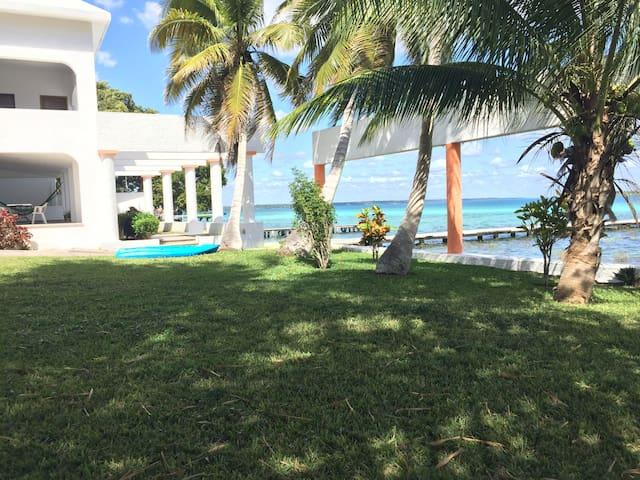 Villa Itzé, casa frente a laguna p/10-12 personas!