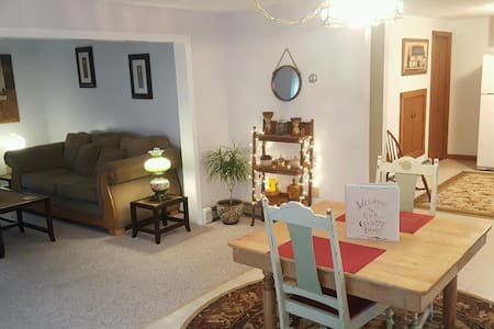 Spacious Two Floor Country Apartment! - Bow