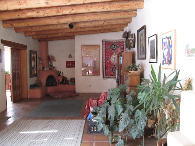 Newly Available! Sunny,lovely,Private room - Taos - Casa