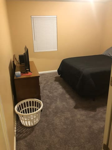 Private Room w/ Queen Bed