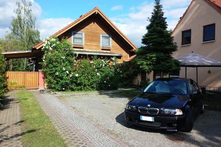 Kleines gemütliches Zimmer - Schönefeld - Haus