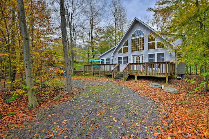 Pocono Lake Home in Resort Community w/ Hot Tub