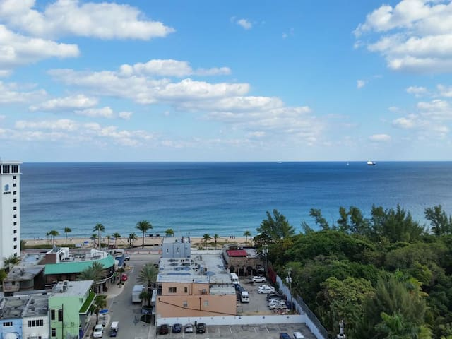 Ocean Front Condo | Central Ft Lauderdale Beach