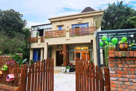 『A2』别墅艺术客栈、观音桥商圈、新牌坊核心、繁华之中的那片幽静。 - Chongqing - Casa de camp