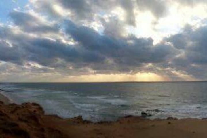 Cozy & sunny right next to the mediterranean sea ! - Hadera - Casa