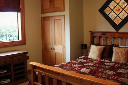 Terracotta Lodge Bed and Breakfast room 1 - Carterton