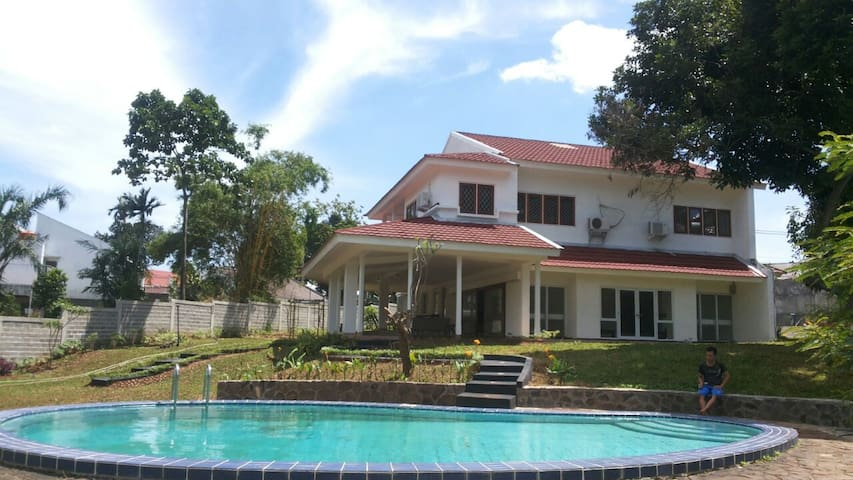 Villa Nuri (w/ WIFI) - Pesanggrahan