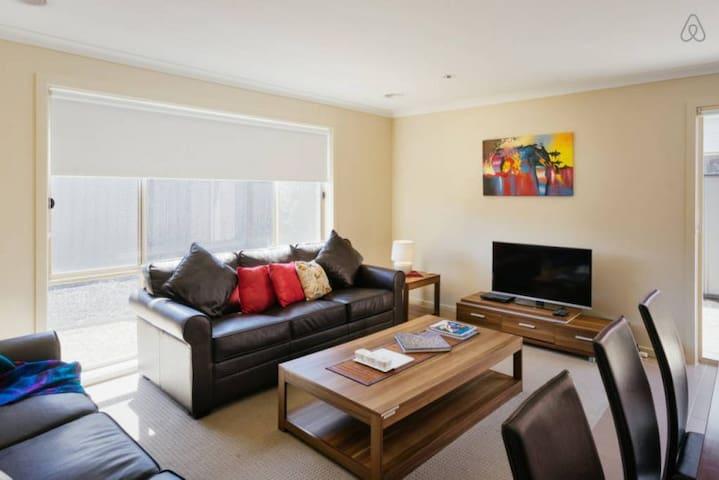 VILLA VILLANDRY 16 MELBOURNE 4BDRM, Sleeps 10-12 - Roxburgh Park