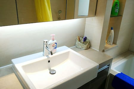 15min to Pudong Airport ,PVG pick up,own bathroom! - Shanghai - Apartment