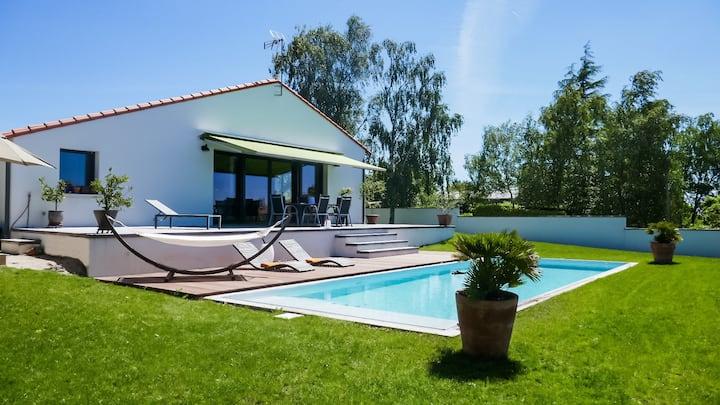 Grande maison tout confort avec piscine