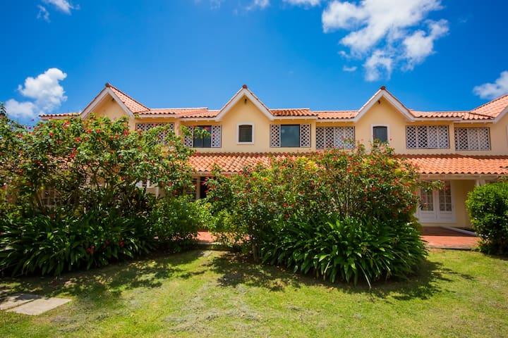 Stylish villa!  Ideal location!  Great price!
