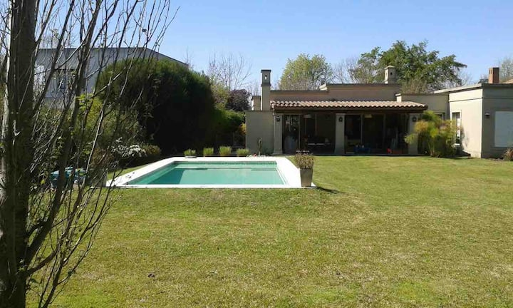 Altamira -Lovely 1 storey house with swimming pool