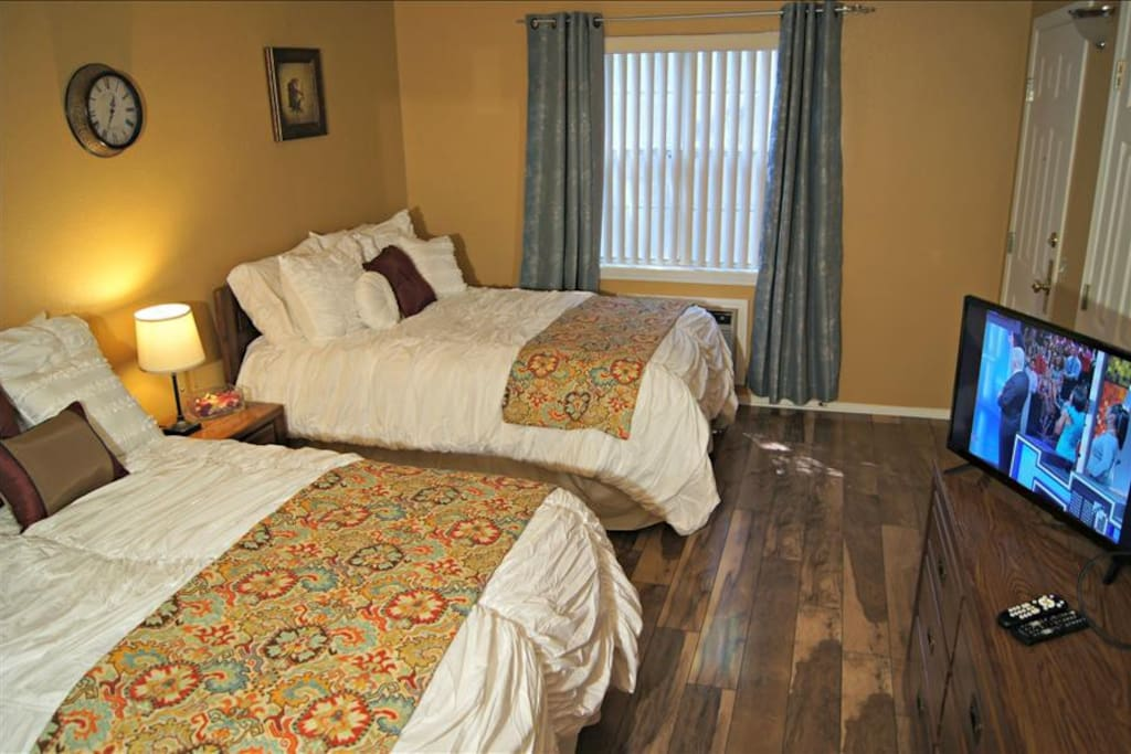 2nd Bedroom With 2 Queen Beds and Adjoining Bath