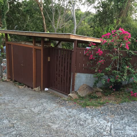 entrance gate in drive way