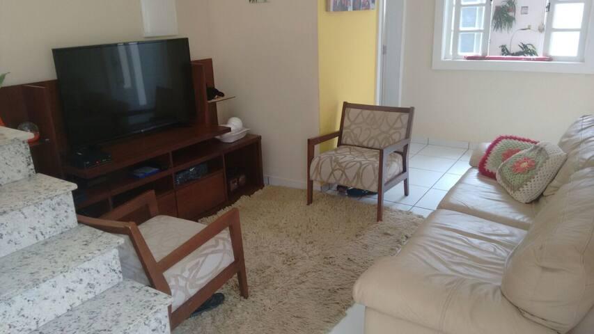 $85 diária Casa da Vovó, lugar limpo e agradável.