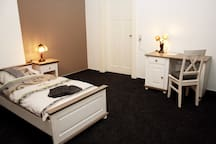 27 qm Einzelzimmer mit begehbarem Kleiderschrank