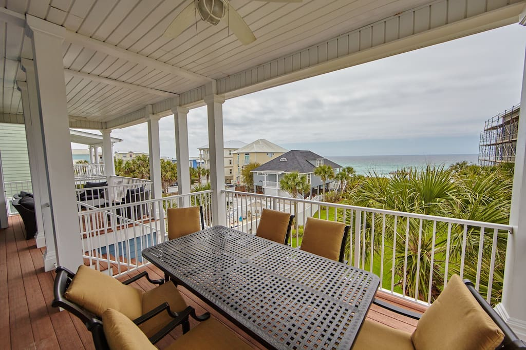 Incredible Views of the Gulf of Mexico from this Gulf Front property.