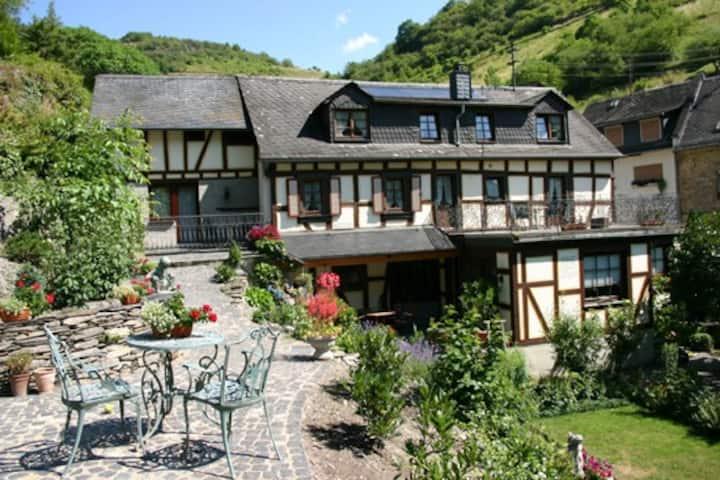 ***Ferienhaus Stahlberg 8 Schlafzimmer ruhige Lage