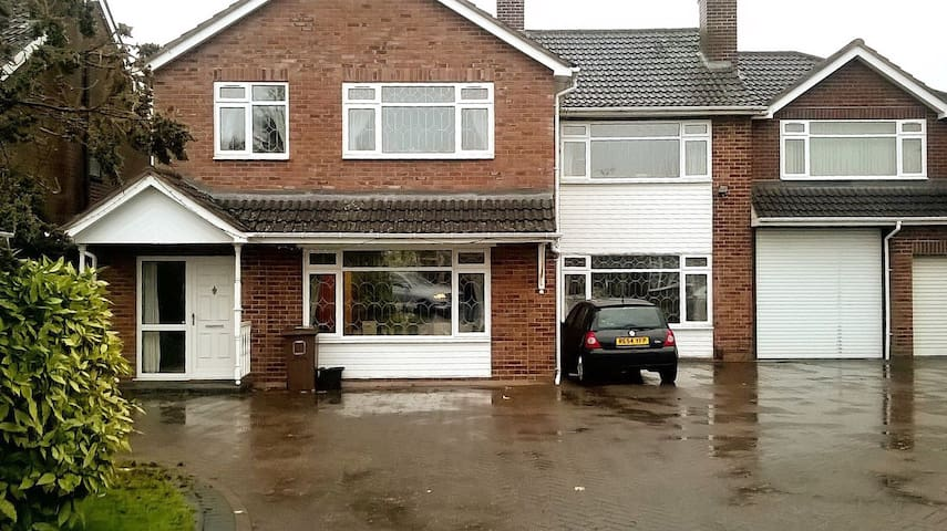 Private and comfortable double room in Solihull - Solihull - Dům