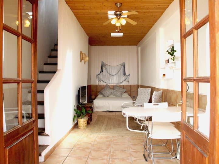 Estudio mediterráneo con patio privado en Maó