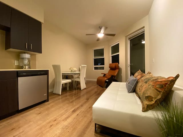 Entire 1 bedroom apartment, prime location in LA