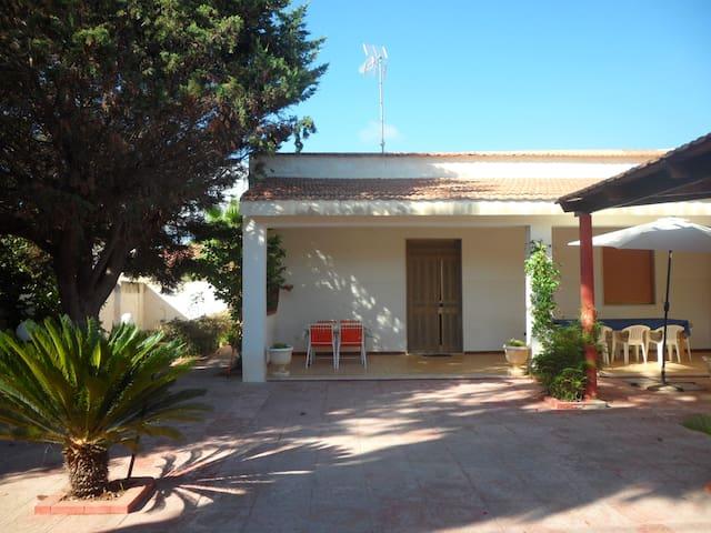 """Near the sea-100 mt from the sea-""""Villa Medaglie"""" - Mazara del Vallo - Villa"""