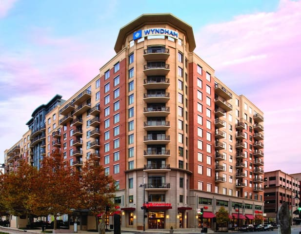 Wyndham Vacation Resorts at National Harbor - 4 Bedroom Presidential