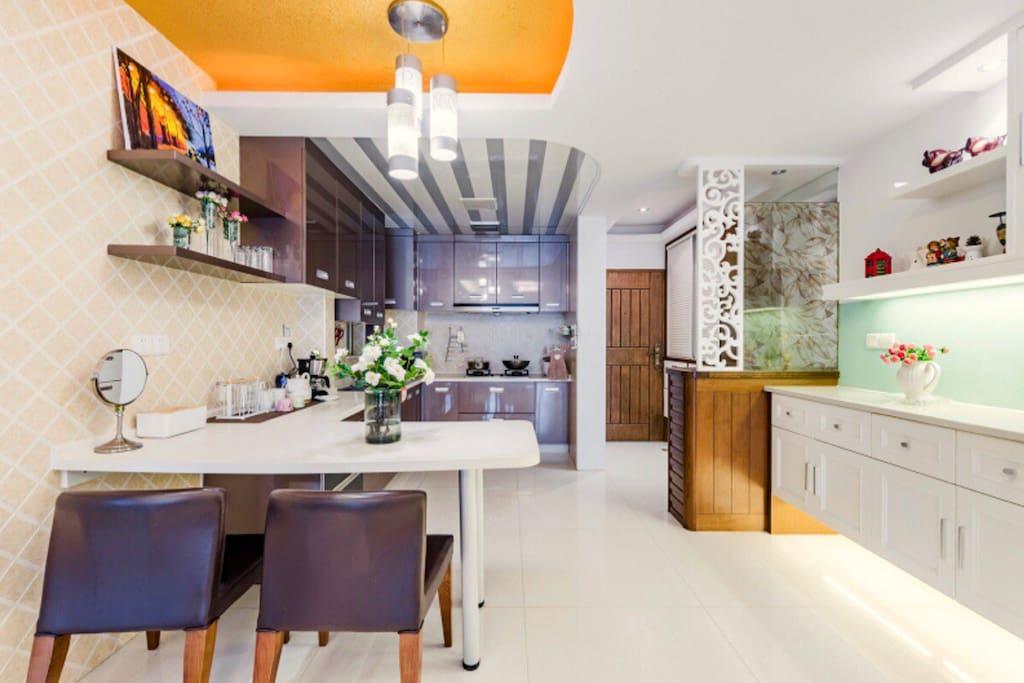 开放式厨房与餐厅