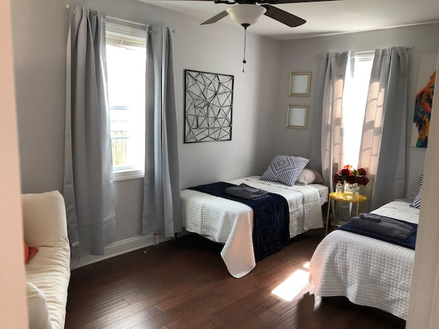 Room for 2 Near French Quarter