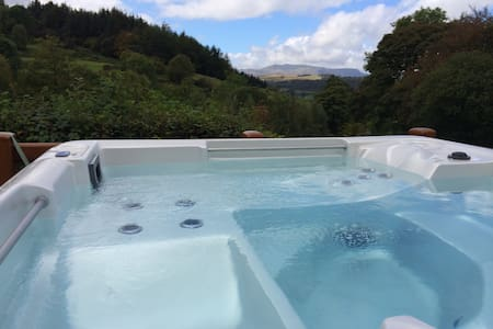 Merrimoles Lodge, Views to Bala Lake & Hot Tub
