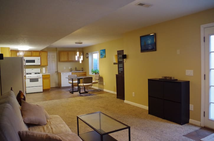 750 sq ft Apartment near Airport & Downtown SLC - West Valley City - Departamento anexo